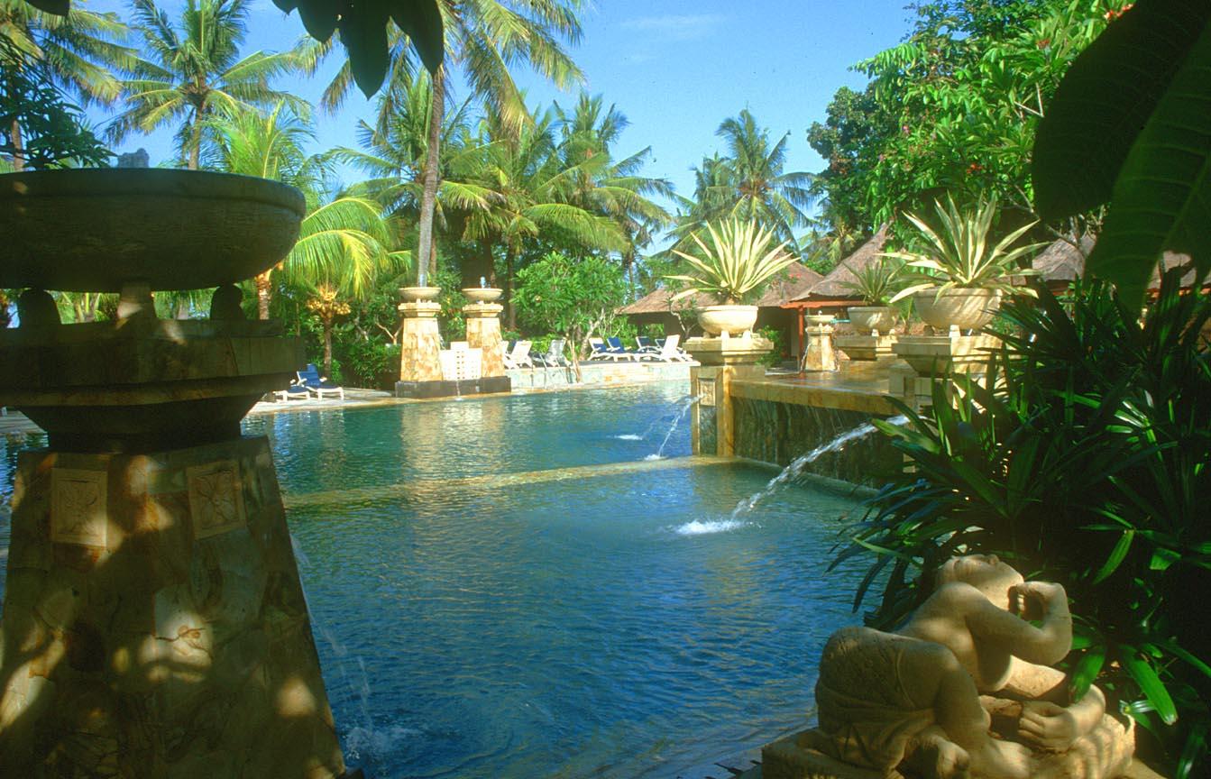 DPS Bali Kuta Legian Beach Hotel Pool