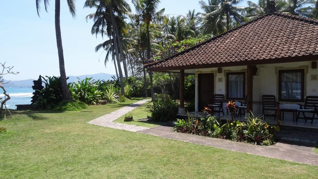 Bali342-Candidasa